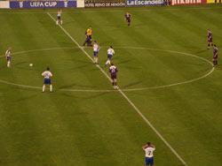 El Zaragoza saca de centro tras recibir su primer gol en contra