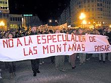 Distintos lemas eran seguidos por multitud de personas