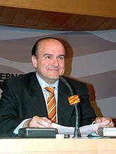 Eduardo Bandrés presentando su dimisión como consejero