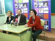 Nieves Ibeas, Bizén Fuster y Lola Giménez, durante la rueda de prensa