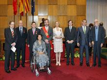 Belloch con los ex alcaldes democráticos y los Hijos  Predilectos de la ciudad en 2008. Autor Félix Bernad.