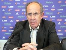 Javier Irureta durante la rueda de prensa en la que ha anunciado su dimisión