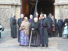 Representantes de todas las cofradías de la Semana Santa de Zaragoza y personas vinculadas a la hermandad no han querido faltar a la cita