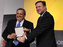 La Sociedad Expoagua, a través de su presidente Roque Gistau, ha recibido la Medalla de Aragón