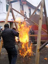 Tradicional matacerdo que en Alfambra se hace a la antigua usanza en la plaza del pueblo