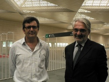 El fotógrafo premiado en Caminos de Hierro, José Garrido y el director gerente de la Fundación de los Ferrocarriles Españoles, Jaime Barreiro