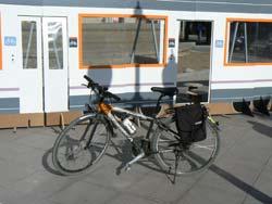 Los ciclistas exigen que las bicis puedan subir al tren