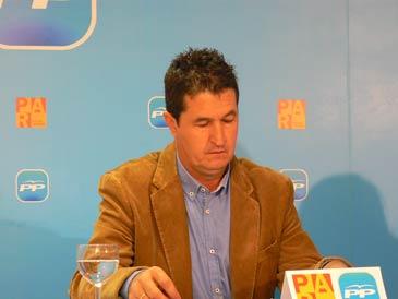 El senador de la coalición PP-PAR por Huesca Antonio Romero durante una rueda de prensa