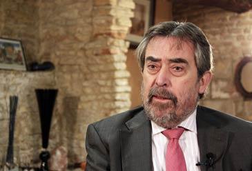 El senador del PSOE por Zaragoza Juan Alberto Belloch compaginará su cargo con la Alcaldía de Zaragoza