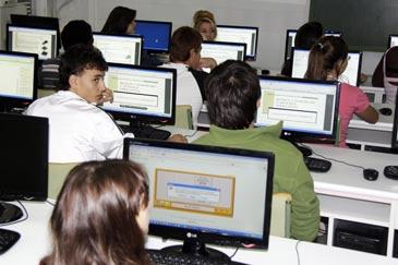 Los jóvenes se somenten a un test online de personalidad y de aptitudes