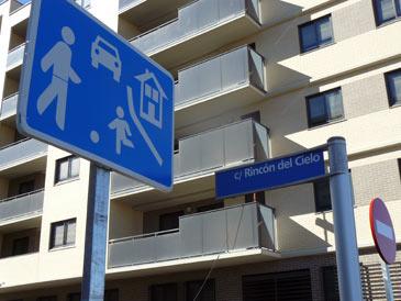 Algunos rótulos de calles ya están puestos
