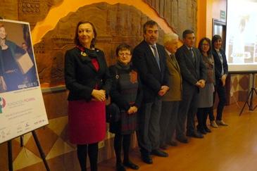 Representantes políticos e institucionales durante el acto