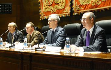 Los tres candidatos han respondido a las preguntas de sus colegas