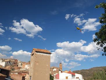 Hasta el lugar se han trasladado once helicópteros y cuatro cuadrillas helitransportadas. Foto: Diego Quesada