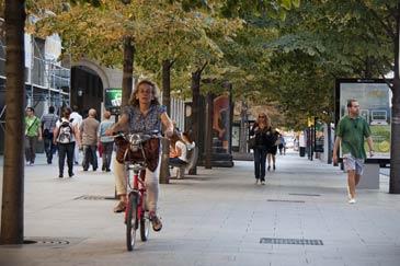 De manera provisional las bicis circulan por la calzada junto a los coches