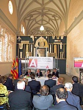 Pie El claustro de la catedral de Tarazona ha acogido la reunión del Consejo de Turismo de Aragón
