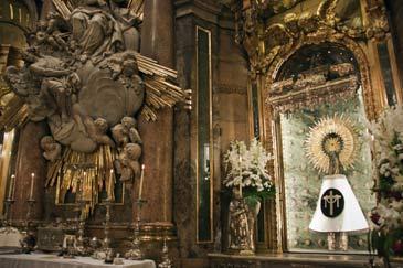 La Virgen del Pilar condecorada por el Gobierno central