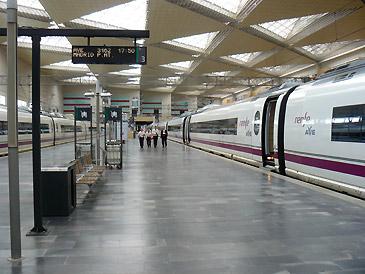 Zaragoza cuenta con 30 servicios de trenes