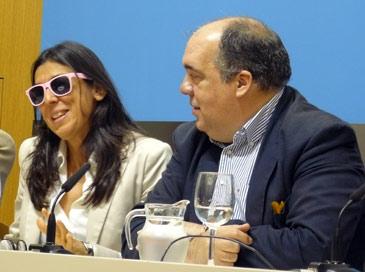Pilar Valero y el consejero de Acción Social y Deportes, Roberto Ferández, durante la rueda de prensa