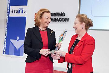 La presidenta de Aragón ha sido nombrada socia honorífica de ARAME