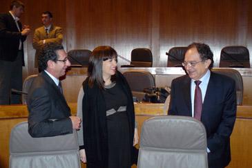 El presidente de la Cámara de Cuentas, Antonio Laguarta, conversa con diputados del PAR