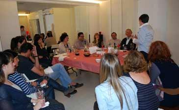 La gerente de las Bodegas Ruberte, la enóloga Susana Ruberte, explicó a un grupo selecto cómo degustar los vinos