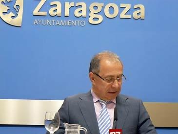 El vicealcalde de Zaragoza, Fernando Gimeno, durante la rueda de prensa