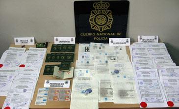 Documentos incautados por los agentes de la Policía Nacional