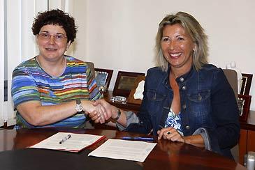 La concejala del Mayor, Isabel López; y la vicepresidenta de la Fundación Paraíso, Ana María Laín