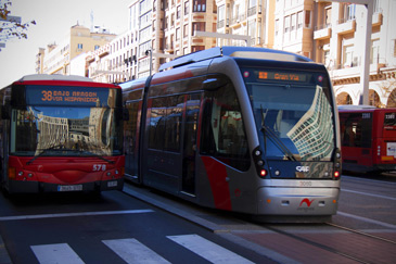 La mayoría de cambios en las líneas obedecen a la implantación del tranvía en Zaragoza