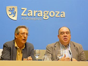 El director general de Mercazaragoza, Constancio Ibáñez, y el consejero municipal de Acción Social, Roberto Fernández durante la rueda de prensa