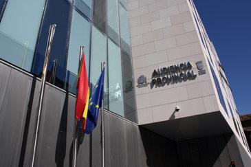 Los ladrones sólo han dejado la bandera de España y de la UE.