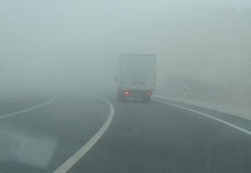 Con niebla conviene extremar las precauciones al volante
