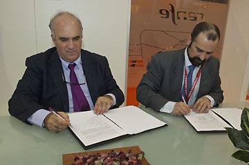 Alberto García (izquierda), director general de Renfe Viajeros y Pablo Martín-Retortillo, director división largo recorrido Grupo Avanza