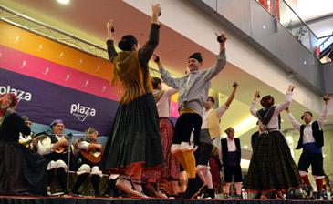 La nota musical la ha puesto la Asociación Cultural Xinglar con una muestra de folklore aragonés