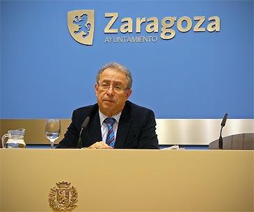El vicealcalde de Zaragoza, Fernando Gimeno, durante la rueda de prensa de este lunes