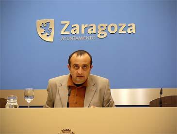 El concejal de IU Raúl Ariza durante la rueda de prensa de este miércoles
