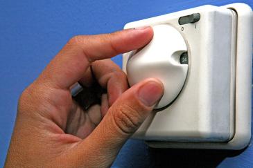 Cada vez son más los zaragozanos con dificultades para pagar la calefacción y la luz de sus pisos