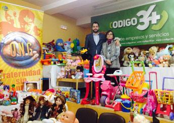 Fraternidad Sin Fronteras y Código 34 han conseguido que centenares de juguetes y libros  lleguen a más de 500 niños