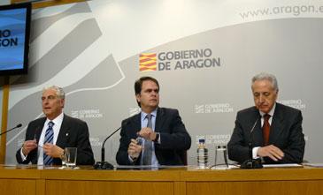 Los consejeros de Interior, Antonio Suárez; de Presidencia, Roberto Bermúdez de Castro, y de Medio Ambiente, Modesto Lobón