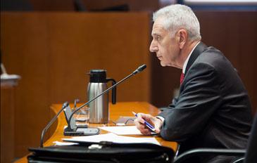 El consejero de Agricultura, Modesto Lobón, ha anunciado la decisión en las Cortes
