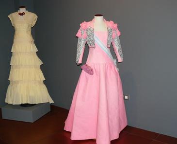 Réplica en papel del vestido de la infanta Elena en la boda del entonces Príncipe de Asturias