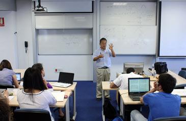 El profesor de Arizona State University Thomas Y. Choi, durante uno de las sesiones de la pasada edición