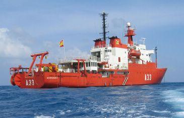 El buque Oceanográfica Hespérides es el encargado de trasladar a los investigadores hasta el terreno. Fotografía: www.csic.es