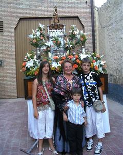 Una de las señoras que tuvo el honor de custodiar la imagen de la Virgen