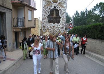 Todos los años tiene lugar una procesión en honor a la Virgen del Castillo