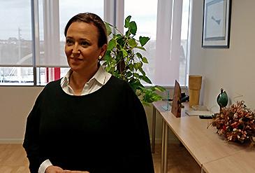 La consejera de Educación, Mayte Pérez, ha recordado que los interinos perdieron estos ingresos por una decisión del PP