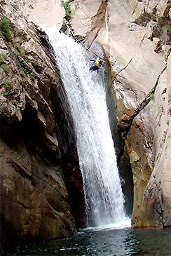 Vertientes Aventura es una agencia de Turismo Activo y Aventura, especializados en La sierra de Guara y el Pirineo