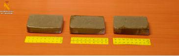"""Los 300 gramos estaban divididos en tres """"placas"""" de 100 gramos cada una"""