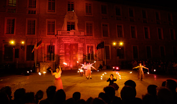 Varios centenares de personas disfrutaron del espectáculo nocturno